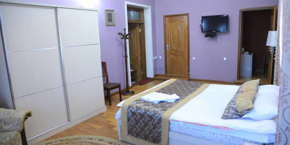 Almos Guest House